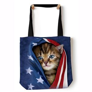 Shopping bag med USA flagga och kattunge
